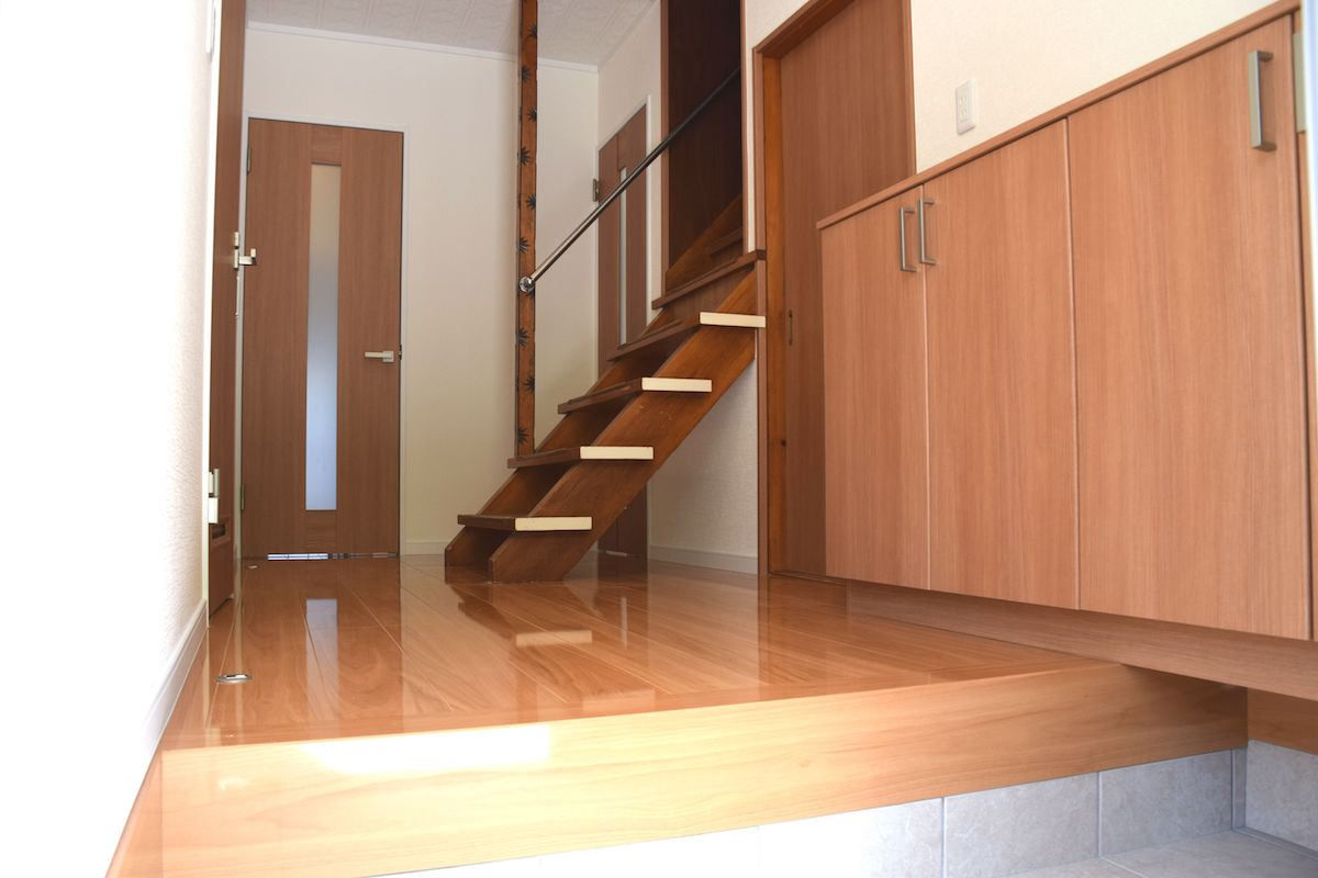 玄関-階段 after