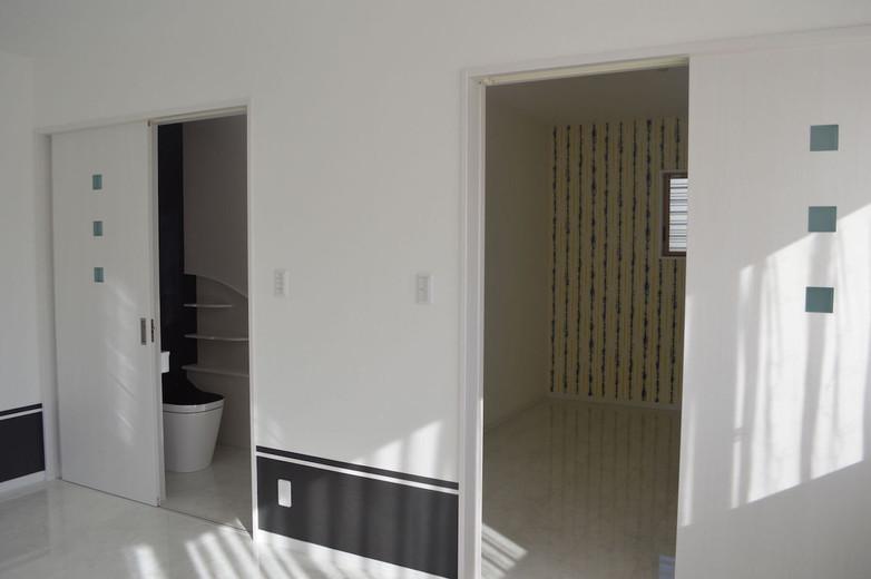 1階洋室・主寝室 トイレ/収納