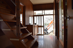 階段-玄関 before