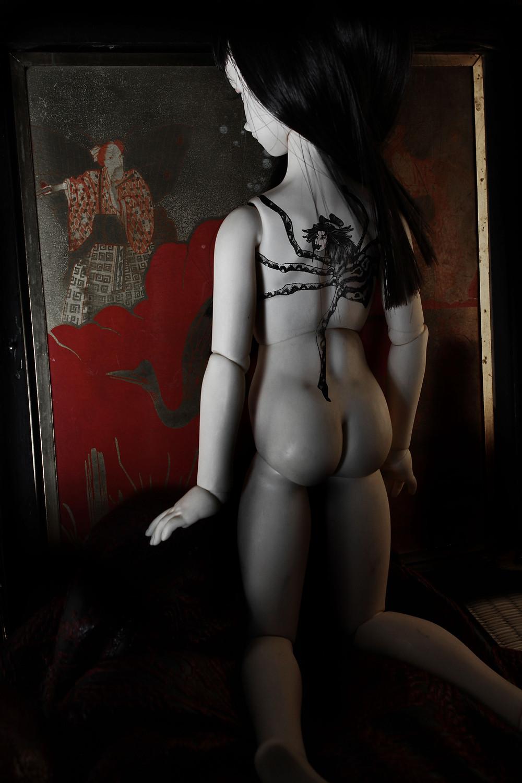 Etude de tatouage sur poupée inspiré par l'araignée du film IREZUMI de Yasuzo Masumura.
