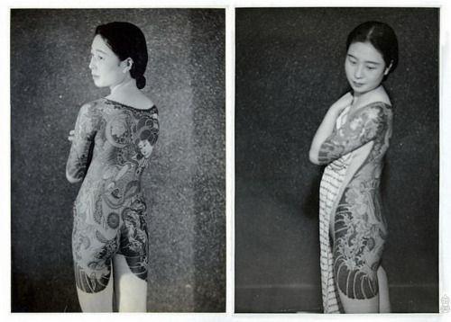 "Irezumi avec lisière ""botan mikiri"" par Horiuno sensei. Tokyo, vers 1948."