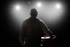 Regards sur le théâtre d'entreprise. Ce blog dédié au théâtre en entreprise propose une prise de recul et des témoignages sur cette pratique du théâtre.