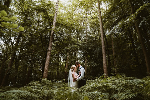 outdoorWeddingPhotographerFlanesfordPrio