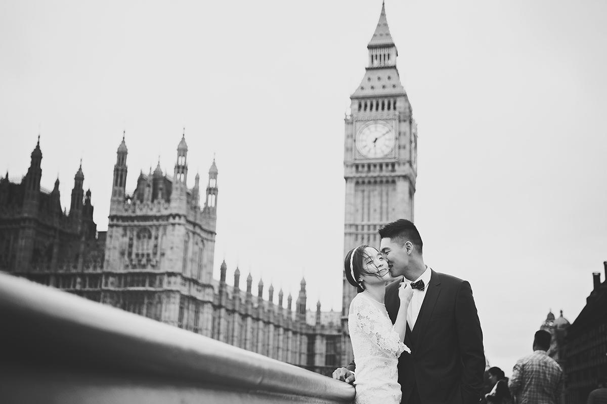 EngagementPhotoShootLondon_WeddingPhotographerRichmondSurrey22