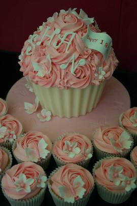 Sarah Thomas - Giant Cupcake11