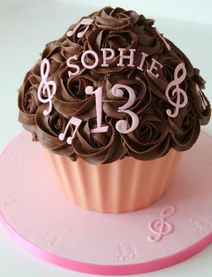 Sarah Thomas - Giant Cupcake4