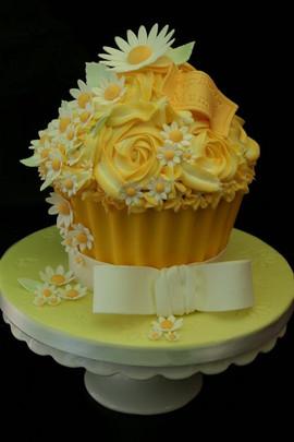 Sarah Thomas - Giant Cupcake10