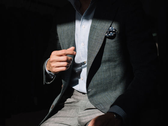 Wide Notch Lapel on a Green Linen Sports Jacket
