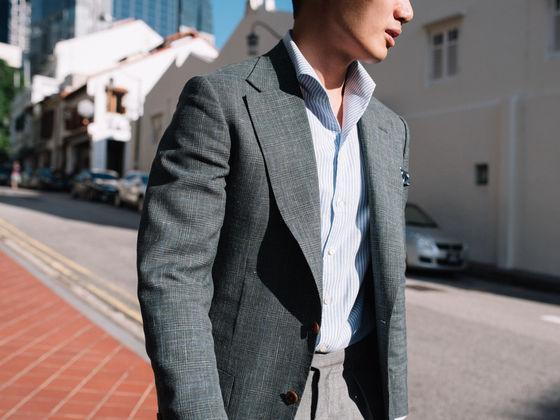A sillhouette of the lapel roll on our wide lapel Sports Jacket