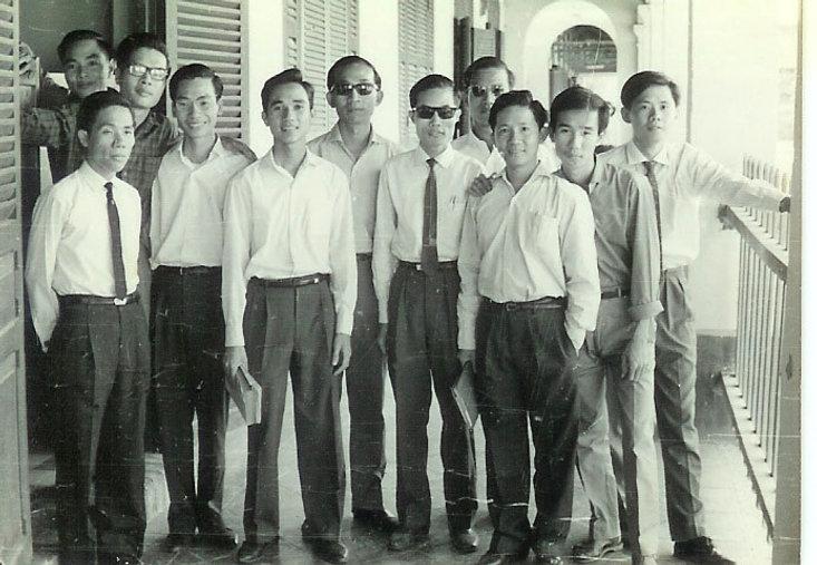 NgNhuHung_GSDuongHDuc_grp_1960.jpg