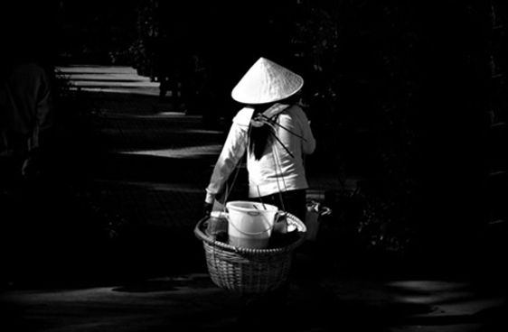 NguoiOMon_Ganhhangrong.jpg