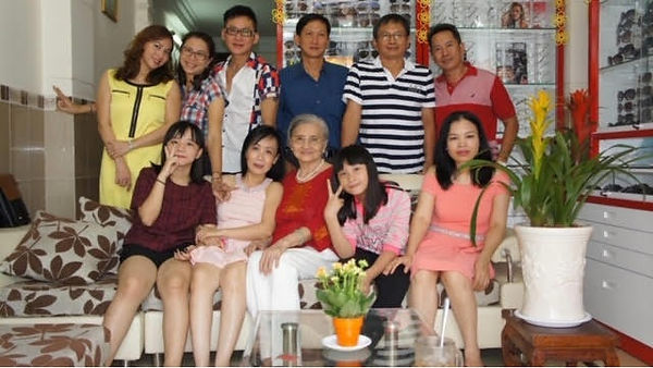 ThyTrang_PhiKhanhandBigfamily.jpg