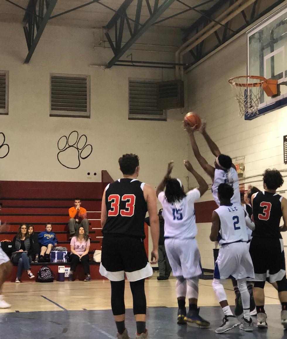 Stretch pulls down another rebound