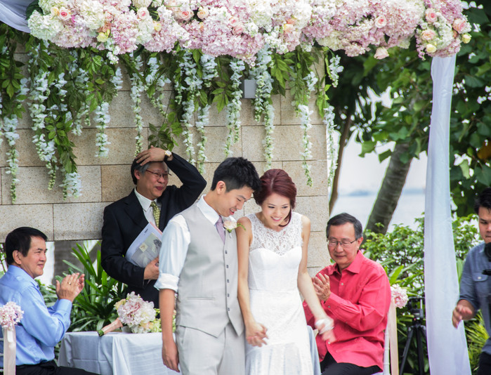 Wedding of Tian & Jessica: ROM by the sea
