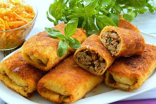 Krokiet z miesem w sosie pieczeniowym z kopytkami oraz salatka z mlodej kapusty