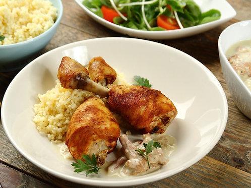 Pieczona noga z kurczaka w sosie kurkowym z ziemniakami oraz warzywami na parze