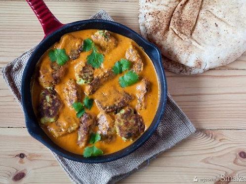Pulpety w sosie zoltym curry z makaronem oraz fasolka zielona szparagowa z sezam