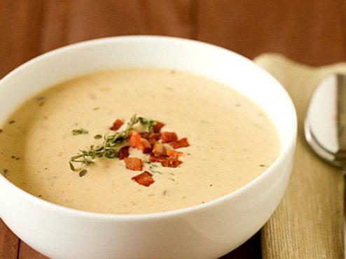 Zupa z pieczonego ziemniaka z zlocistym boczkiem.