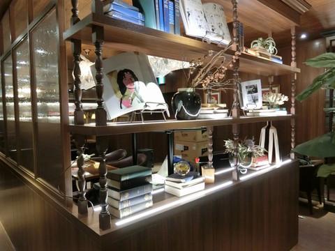 星乃珈琲店 町田北口店様のディスプレイに当店の書籍を利用頂きました。