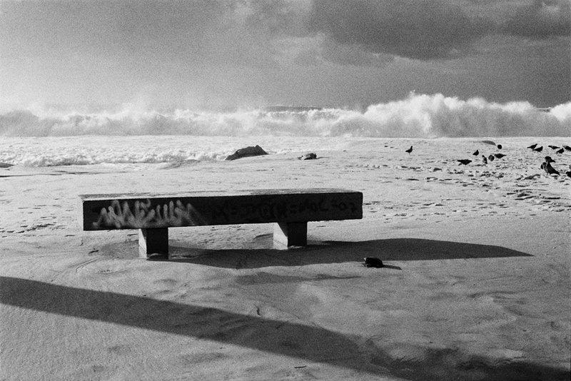 banco-pixação-praia-onda-copacabana-kitt