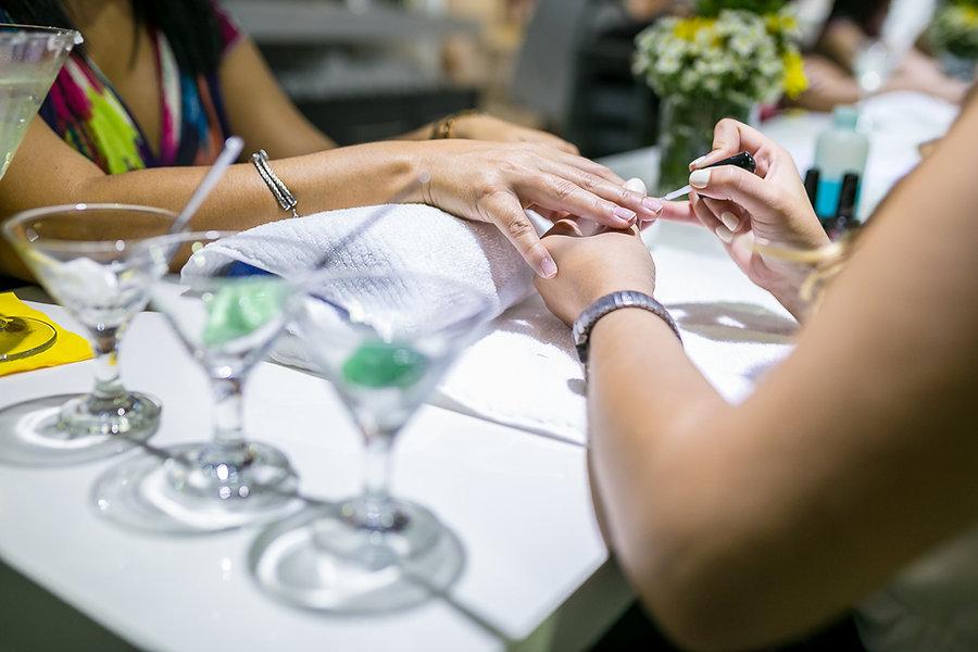 Salon de belleza en Caguas, Puerto Rico. Salon de uñas. Nail bar.