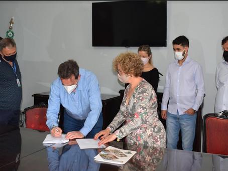 Assinatura de contrato dá início à construção da Escola Maria Clara