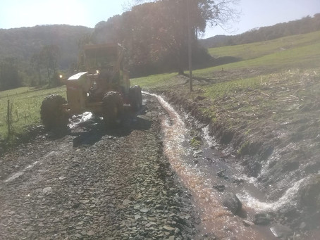 Secretaria de Agricultura, intensifica trabalhos para desobstruir estradas do interior