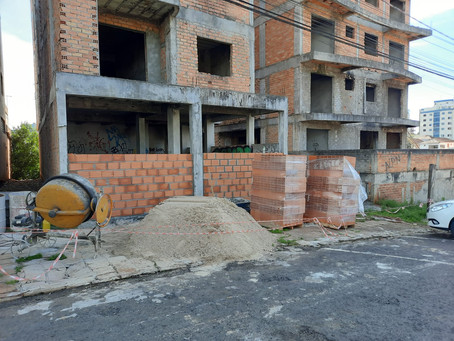 Por orientação do MP, Prefeitura fecha construções de prédios abandonados
