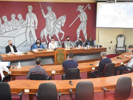 Audiência pública aponta problemas e sugere melhorias ao estacionamento rotativo em Erechim