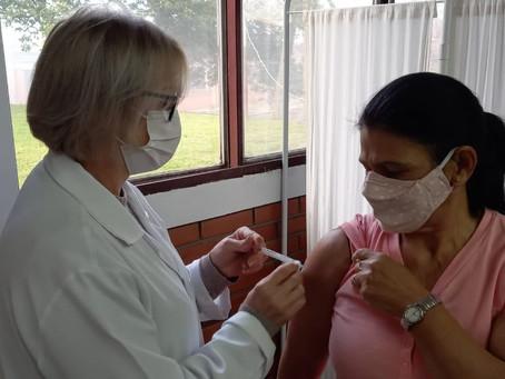 Prefeitura intensifica ações de saúde e vacina pessoas sem comorbidade a partir dos 54 anos