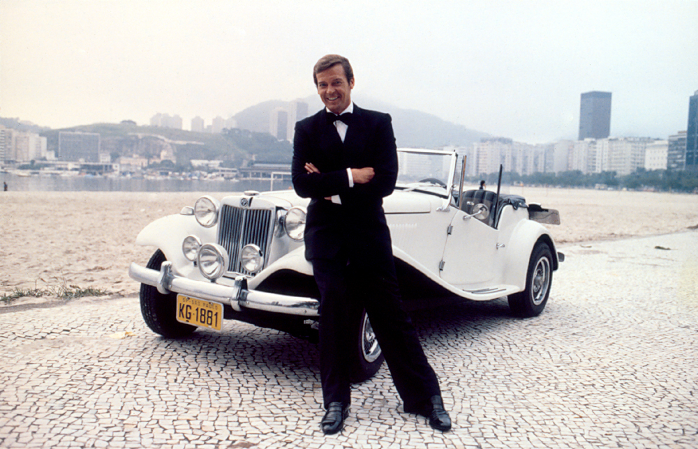 MP LAFER no filme 007 - Roger Moore