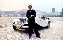 MP Lafer - filme 007 com Roger Moore