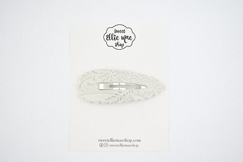 Antique White Embossed | XL Scalloped Snap Clip