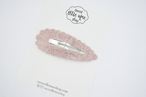 Pale Mauve Embossed | XL Scalloped Snap Clip