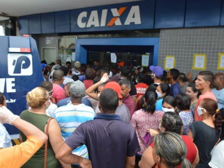 """Bancos seguem aglomerando e lojas """"abrem"""" em Jaboatão"""