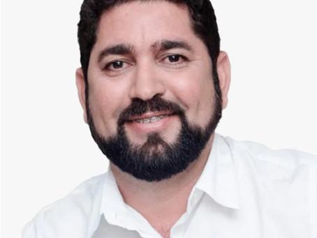 Daniel Alves conhece projeto social que incentiva a prática esportiva para crianças e adolescentes