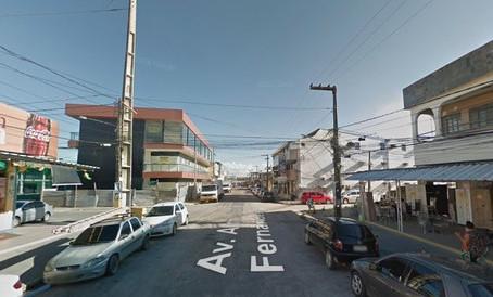 Passageiros ficam feridos após ônibus colidir em caminhão, no bairro de Piedade