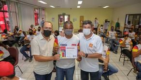 Prefeitura do Jaboatão e Tintas Iquine entregam certificados aos concluintes do projeto Jaboatão Cor
