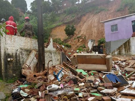 Chuva causa mortes, deslizamento de barreiras e alagamentos na RMR