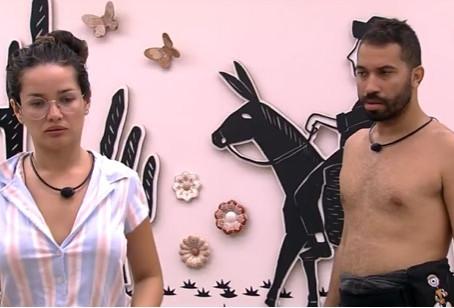 Juliette questiona Gilberto sobre o colar do Anjo do BBB21: 'Você daria a Lumena?'