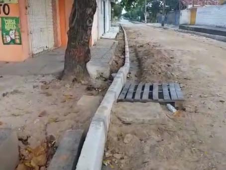 Moradores denunciam drenagem incompleta de rua em Candeias