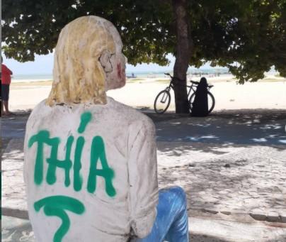 Ocupe a Peixaria denuncia pichação da escultura de Lula Côrtes