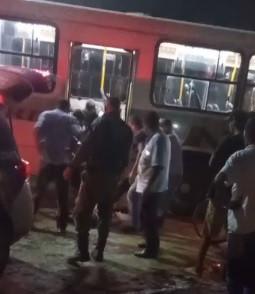 Homem morre e outro fica ferido durante assalto a ônibus, em Jaboatão dos Guararapes