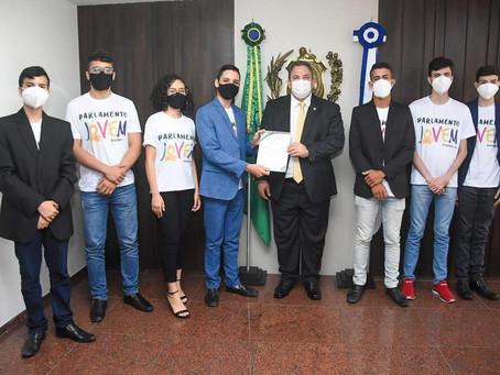 Parlamento Jovem de Bezerros é recebido pelo presidente da Alepe