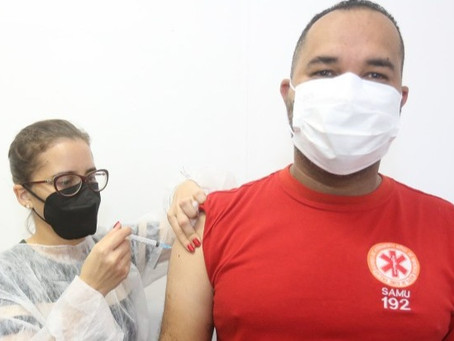 Trabalhadores da saúde do Jaboatão começam a receber dose de reforço da vacina contra a Covid-19