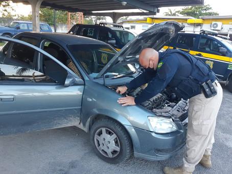 No Curado, homens são detidos com carro roubado após tentar correr pela BR-101