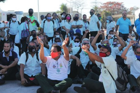 Cerca de 300 rodoviários da Vera Cruz paralisam atividades em Jaboatão