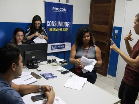 Interprete de libras participa de audiência no Procon Jaboatão