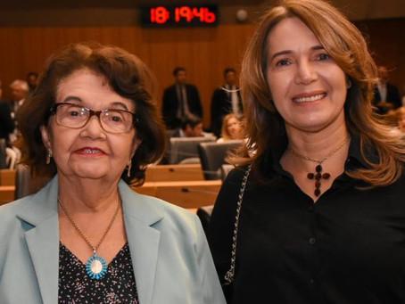 Elina Carneiro filia-se ao Republicano e é pre-candidata a vereadora