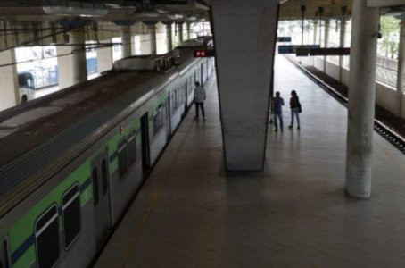 Homem é assassinado a facadas dentro de vagão de trem do metrô do Recife